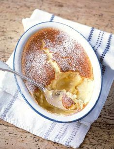 Lemon self-saucing pudding (Lemon surprise pudding): This recipe is easy to whip up and can be ready in an hour. Make one simple mixture and as it cooks it separates into a light sponge on top and zesty lemon curd beneath. Lemon Desserts, Lemon Recipes, Just Desserts, Sweet Recipes, Cake Recipes, Dessert Recipes, Mary Berry Desserts, Lemon Pudding Recipes, Winter Desserts