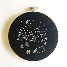 Happy Camper arte de aro de bordado de mano por earthologie