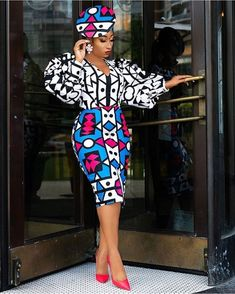 african print dresses Vibrant colours that makeup Ankara print designs make it easy for good match. Super Fabulous African Print Dress Styles in the entries are mind-blowing Latest African Fashion Dresses, African Inspired Fashion, African Dresses For Women, African Print Dresses, African Print Fashion, African Attire, African Wear, African Women, Ankara Fashion