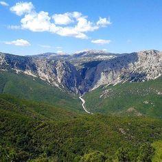Condividiamo questo post dei nostri amici della @lacronacaitaliana  Concludiamo il viaggio alla scoperta delle bellezze della #Barbagia e dell'#Ogliastra portandovi in uno dei luoghi più suggestivi che rappresenta a pieno la natura selvaggia che da sempre caratterizza queste due zone della #Sardegna: la Gola di #Gorroppu.