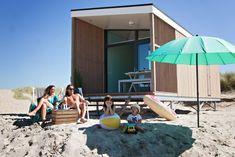 Strandhäuser Mieten in Holland | Kijkduinstrandhuisjes Luxury Beach Resorts, Beach Cabana, Holidays With Kids, Dream Vacations, Glamping, Traveling By Yourself, Nespresso, Outdoor Blanket, Patio