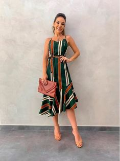 Vestido Imperio - Enchanted Tutorial and Ideas 80s Fashion, Fashion 2020, Girl Fashion, Fashion Looks, Fashion Women, Vintage Fashion, Sexy Dresses, Beautiful Dresses, Casual Dresses