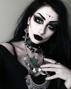 What are your plans for today/tonight? 😊❤ Went with a more trad goth look today! One of my favorites ♡ Stay batty, my… Punk Makeup, Gothic Makeup, Crazy Makeup, Fantasy Makeup, Glam Makeup, Makeup Art, Fantasy Art, Goth Beauty, Dark Beauty