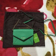 Kate spade Monday Crossbody ♠️♥️ Super cute kelly green crossbody purse. The perfect small purse for going out with 3 card slots and detachable strap. kate spade Bags Crossbody Bags