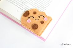 Cookie felt bookmark with chocolate chips, corner bookmark, american cookie, felt sweets, love reading