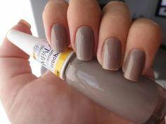 Esta cor combina com qualquer ocasião e é linda! Esmalte Cremoso Impala Crochê, compre o seu em: www.lojadeesmaltes.com.br