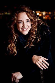 Ana Carolina - cantora, compositora, empresária, arranjadora, produtora e instrumentista