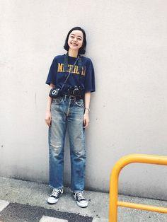 今日もカメラ2台で 取材に行ってきました。 古着のchampionのTシャツ、 気に入っています。 Hipster Fashion, Kawaii Fashion, Fashion Wear, Girl Fashion, Vintage Fashion, Fashion Outfits, Womens Fashion, Asian Street Style, Japanese Street Fashion
