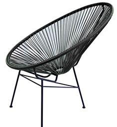 Dekorativ og moderne stol som egner seg like godt ute som inne.