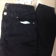 SUPER SALE! Black skinny jeans Such a great, no flaws. Selling low because they do not fit- enjoy;) Forever 21 Jeans Skinny