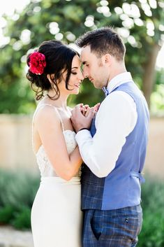 How to Pose so You Don't Look Fat in Photos October Wedding, Fall Wedding, Wedding Kiss, Wedding Decor, Wedding Reception, How To Pose, Vineyard Wedding, Wedding Couples, Wedding Styles