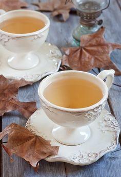 Autumn Tea Party *LOVE the cups and saucers! Autumn Tea, Autumn Morning, Pause Café, Tea And Books, Cuppa Tea, Love Is In The Air, Tea Art, My Cup Of Tea, Mini Desserts