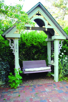Trendy front porch swing greenwood mo that look beautiful Porch Swing Frame, Patio Swing, Garden Swings, Diy Porch, Diy Patio, House Front, Front Porch, Outside Swing, Decks And Porches
