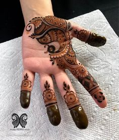 We all love arabic mehndi designs. So, we are here with latest collection of arabic mehndi designs for palm (front hands). Mehndi Designs Front Hand, Palm Mehndi Design, Rose Mehndi Designs, Latest Arabic Mehndi Designs, Henna Art Designs, Mehndi Designs For Girls, Mehndi Designs For Beginners, Dulhan Mehndi Designs, Mehndi Designs For Fingers