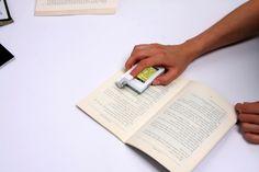 전자사전 딕쏘 와 미국 교과서에 관한 사진 입니다.   This Board is about Electric Dictionary 'DIXAU' and United States Elementary School books.