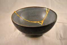 """""""Kintsukuroi"""", un termino Japones no demasiado conocido que define un técnica artística de reparación de cerámica, pero como siempre pasa en estas culturas tan espiritual también tiene …"""