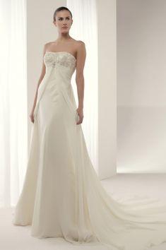 Vestido de novia #Innovias modelo #Arcadia de estilo sencillo y minimalista con escote palabra de honor bordado en hilo de oro en corte imperio, corte recto de la falda de gran caida en capas de gasa #vestidos #novia #alquiler #renting #dress #bride http://www.innovias.es/vestido-de-novia-arcadia-6-63.php