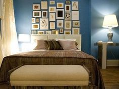 Bedroom:Sophisticated Blue Bedroom Decor For Amazing Look Magnificent Small Blue Master Bedroom Interior For Boys With Wooden Floor And Brown Bedding Also White Fabric Ottoman Plus White Table Lamp Small Apartment Bedrooms, Small Apartments, Blue Bedroom, Modern Bedroom, Small Bedrooms, Master Bedroom, Carrie Bradshaw Apartment, Living Room Decor, Bedroom Decor