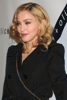 APRES : le visage de Madonna Une chirurgie du nez, des implants aux joues, un sourire refait et un bon lifting... Quand Madonna aime, elle ne compte pas.