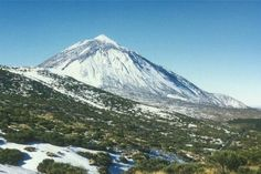 Teide volcano covered in snow. Tenerife is over high. Tenerife, All Over The World, Around The Worlds, Travel English, Canary Islands, Mount Rainier, Skiing, Mountains, Places