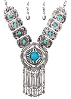 https://www.goedkopesieraden.net/sieraden-met-ketting-oorbellen-en-lichtblauwe-steentjes