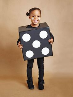 No-sew Halloween costumes: Cardboard boxes - Today's Parent Halloween Costume Hacks, Halloween Costumes Kids Homemade, Boxing Halloween Costume, Halloween Crafts For Kids, Halloween Fun, Diy Costumes, Costume Ideas, Carnaval Kids, Cardboard Costume