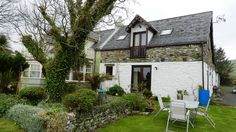 Castleside Croft -a beautiful self catering cottage that has been modernised, yet retains a cottage feel. Located in Kildonan, Arran. Sleeps 4. Pet Friendly