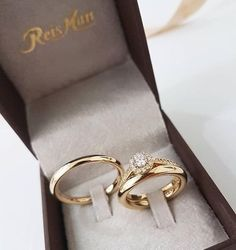 5 Stunning Wedding Ring Trends in 2020 Unusual Wedding Rings, Classic Wedding Rings, Stacked Wedding Rings, Gold Wedding Rings, Wedding Rings For Women, Wedding Jewelry, Engagement Rings Couple, Couple Rings, Diamond Engagement Rings