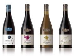 """El celler Cal Batllet se creó en el año 2000 con la restauración del antiguo """"celler"""" familiar situado en Gratallops. La producción proviene exclusivamente del cultivo de viñas própias de hasta 100 años de antigüedad. En el logotipo, la luna hace alusión al cultivo sostenible, biodinámico y ecológico, ligado a las características del terreno y al calendario lunar. #calbatllet #catalanwine #winelabeldesign #winepackaging"""