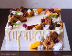 Fruit drip cake by Urvi Zaveri Square Cake Design, Square Cakes, Cake Decorating Techniques, Cake Decorating Tips, Pastel Rectangular, Cake Frosting Designs, Rectangle Cake, Fruit Cake Design, Chocolate Fruit Cake