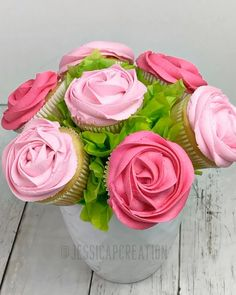 DIY Cupcake Bouquet - Deko Backen - The Effective Pictures We Offer You About cupcake A quality picture can tell you many things. Cupcake Rose, Cupcake Flower Bouquets, Flower Cupcakes, Diy Cupcake, Cupcake Recipes, Cupcake Cakes, Hydrangea Cupcakes, Flower Cake Pops, Succulent Cupcakes
