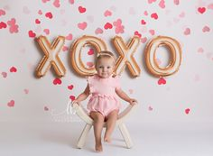 XOXO This photography backdrop is so adorable for Valentine's Day portraits! We offer a large variety of. For see more of fitness Freaks visit us on our website ! Kinder Valentines, Valentines Day Memes, Valentines Day Pictures, Valentines Gifts For Boyfriend, Valentine Mini Session, Valentine Picture, Valentines Photo Booth, Valentine Backdrop, Valentines Day Background