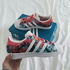 Adidas shoes 😘 love the color #wantthis