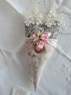 ♕ Angela Lace: November 2010 ~ so delicate and beautiful Lavender Bags, Lavender Sachets, Lavender Crafts, Lace Heart, Heart Art, Fabric Hearts, I Love Heart, Heart Crafts, Vintage Crafts