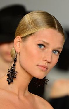 Awesome Hairstyles for Square-Shaped Faces: Be Careful of Pulling Hair Back