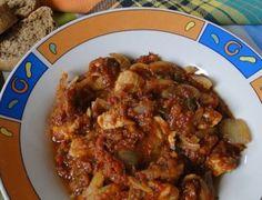 Още една бърза рецепта за заети домакини. Пикантно пилешко с домати и лук.