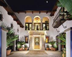 mediterranean style homes exterior Hacienda Style Homes, Spanish Style Homes, Spanish House, Spanish Bungalow, Spanish Design, Style At Home, Italian Style Home, Italian Home Decor, Mediterranean Homes Exterior