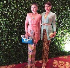 Pink and blue Indonesian kebaya Kebaya Lace, Kebaya Dress, Batik Kebaya, Kebaya Moden, Indonesian Kebaya, Ethnic Dress, High Fashion, Womens Fashion, Couture