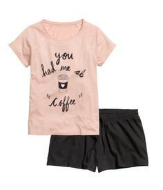 Pajamas in soft cotton jersey. Short-sleeved top and short shorts with elasticized drawstring waistband.