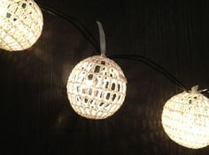 crochet around your Christmas lights very nice!! - Pattern in Dutch : tip use Google translator.