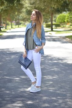 Fall is coming! And who better to look to for inspiration than Amanda from superfashionable.com? After all, she knows denim is a must for transitioning her wardrobe into fall. Grab her go-to St. John's Bay denim jacket and pair with your summer white jeans and sneakers for a fresh look that can take on warm and cooler temps!