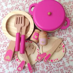 I want this pink wooden cookware set from Asda for Ari. £12 in sale. Too bad they don't ship to the U.S.