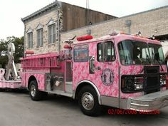 Pink fire truck rolling into Albuquerque Pretty Cool, Pretty In Pink, Pink Mobile, Pink Truck, Cool Fire, Girly Car, I Believe In Pink, Fire Apparatus, Emergency Vehicles