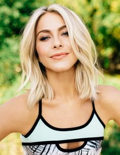 Джулианна Хаф Long Bob Haircut With Layers, Long Bob Haircuts, Cute Haircuts, Wavy Bob Long, Long Bob Blonde, Blonde Hair, Haircut And Color, Julianne Hough Short Hair, Longe Bob
