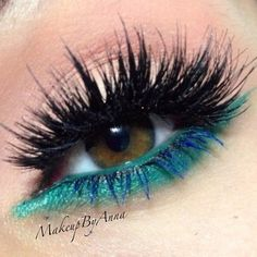 Look at those lashes! MAC yogurt eyeshadow with Inglot sparkles on top with Dose of Colors lashes and Ben Nye green base and swimming eyeshadow and MAC zoom lash in blue charge on the bottom. Makeup Blog, Makeup Art, Makeup Tips, Makeup Ideas, All Things Beauty, Beauty Make Up, Dramatic Eyes, Tips Belleza, False Eyelashes