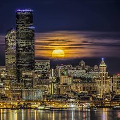 Did you see last night's supermoon? It also happens to be the last one of the year. [Photo: Mara Leite Photography] AM - 28 Oct 2015 Downtown Seattle, Seattle Skyline, Seattle City, Washington Park, Emerald City, Landscape Photographers, Willis Tower, Pacific Northwest