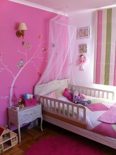 Designing a kids' bedroom and then decorating it aptly is both a time consuming and costly affair. Baby Bedroom, Girls Bedroom, Bedroom Colors, Bedroom Decor, Bedroom Ideas, Family Room Lighting, Ideas Dormitorios, Pink Room, Kids Decor
