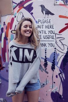 Baggy sweater and shorts Fashion Beauty, Girl Fashion, Fashion Outfits, Fashion Trends, Skater Girl Style, English Girls, Made In Chelsea, Sweater And Shorts, Sweater Weather