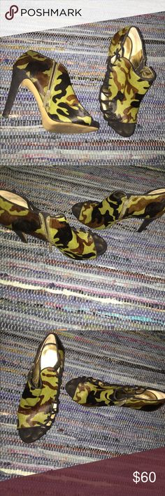 Nine West Camo pony hair open toe booties sz9 Nine West Camo pony hair booties sz9 gently worn Nine West Shoes Ankle Boots & Booties