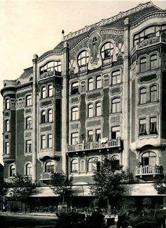 1910 körül. Thököly út 27. Dózsa György út 26-28.Schanzer-Schütz-ház. Épült 1904-1905-ben.